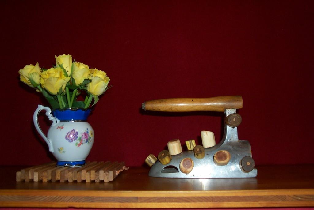 Antikes Bügeleisen mit Magneten