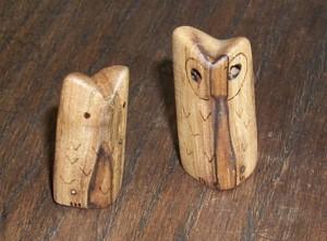 2 Eulen aus Pflaumenholz
