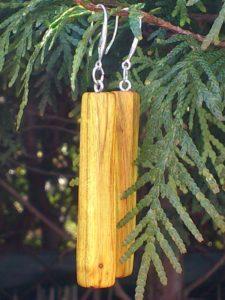 Ohrringe aus Perückenstrauchholz