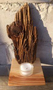 Teelicht vor Treibholzstück aus der Dahme, ca. 21 cm hoch