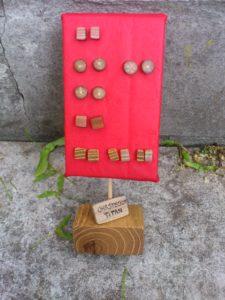Ohrstecker aus Flieder, Eiche, Platane und Robinie mit Steckern aus Titan