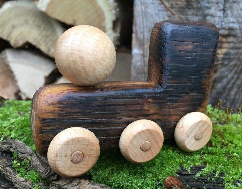Lok aus Eichenholz