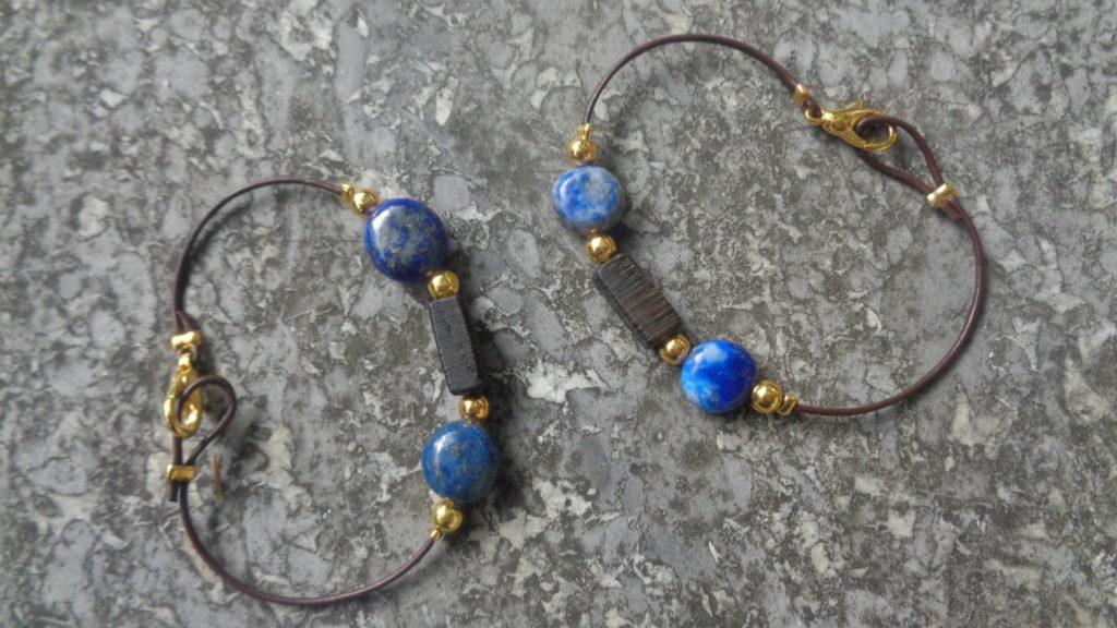 Armbänder aus Leder mit Mooreiche und Lapislazuli