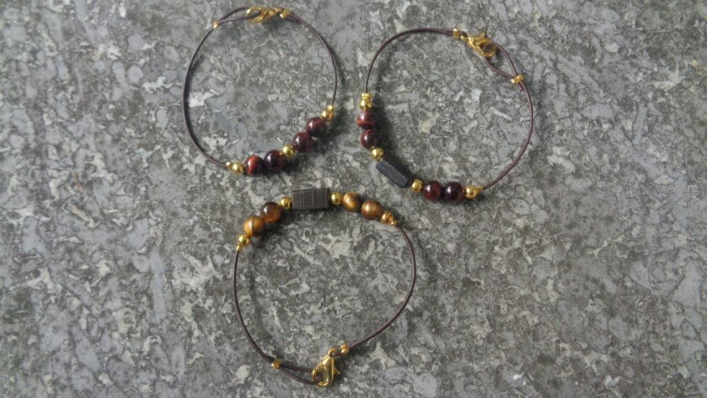 Armbänder aus Leder mit Mooreiche und Tigerauge (rot und braun)